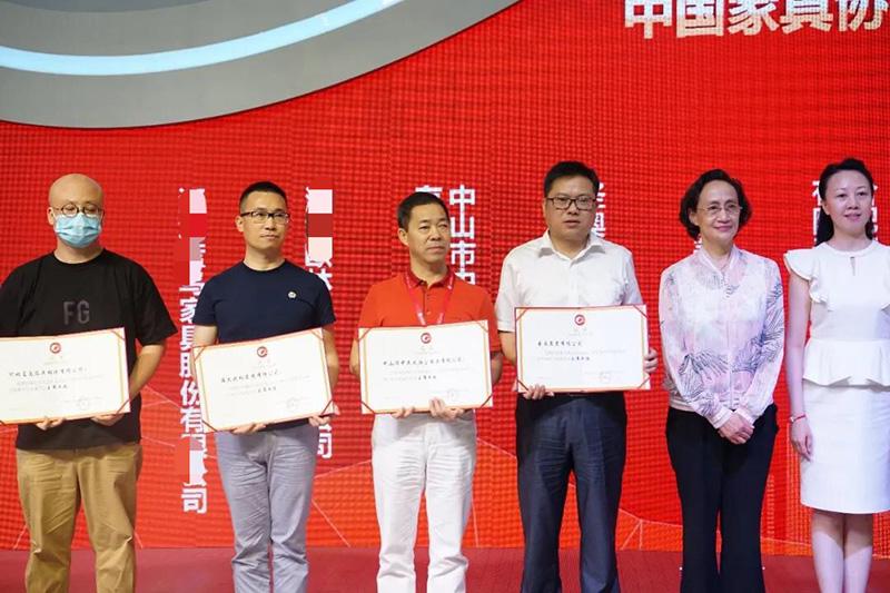熱烈祝賀陳秋桂董事長當選為中國家具協會辦公家具專業委員會主席